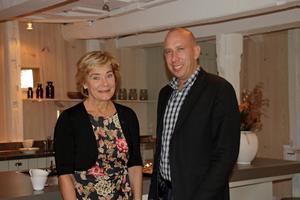 Landshövdning Maria Larsson och Magnus Andersson (S), kommunstyrelsens ordförande i Hallsberg är båda nöjda med renoveringen av Kånsta kvarn. Både invändigt och utvändigt.