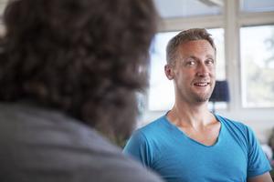 – Personer som har levt i utanförskap under en lång tid kan bli rädda när de inser vad de är kapabla till. Det är inte ovanligt att de då börjar sabotera för sig själva för att slippa ändra på självbilden, säger Nils Erik Wallman, en av grundarna till programvaruföretaget Infocaption i Sandviken.