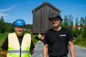 Olof Kånge och Tommy Nylund ledde arbetet med att flytta gården.