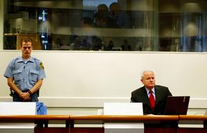 Slobodan Milošević under rättegången i Haag 2004. Foto: Bas Czerwinski/AP