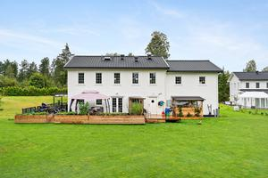 Villan har sju rum och byggdes 2013. Foto: PAX Fastighetsmäklare/Stefan Strindberg