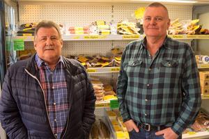 Evert och Per-Åke Näsvall drog igång rökeriet för 35 år sedan, då i form av en liten rökstuga uppe vid stora vägen genom Bruksvallarna.