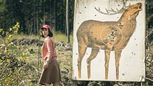 I en av de mindre rollerna syns den danska skådespelaren Sofie Gråbøl. Medverkar i filmen gör även Uma Thurman, Bruno Ganz, Riley Keough och Siobhan Fallon Hogan. Pressbild.Foto: Nordisk film