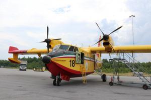 Nu kommer även två franska brandflygplan att landa på Örebro flygplats under dagen.