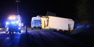 Vägen stängdes av efter olyckan. Foto: Christian Hermansson, utryckning Uppsala
