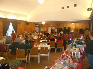 Många ville äta grötlunch och fika i Tännäs under grantändningslördagen. Foto: PA Tapper