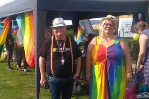 Carita Widjeskog, ordförande för RFSL Västmanland under årets Fagersta Pride, här tillsammans med Gunilla Albért, vice ordförande för RFSL Västmanland.