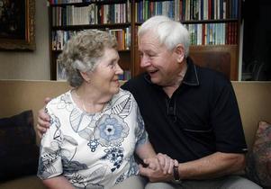 """Bertil Hübinette är den enda som fortfarande är aktiv av alla som var med när """"Böcklingarna"""" och CK Granit i Sätra startade på 1960-talet. Sedan Anna-Lisa fick problem med benen och hjärtat tycker hon att det är skönt att Bertil har en hobby."""
