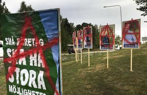Bilder på vandaliserade valaffischer i Hudiksvall.