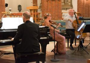 Turen har kommit till den klassiska pianotrion - och Otto Ratz har bytt cembalo och orgel mot piano.