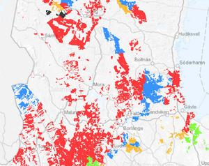 Så här blir uppdelningen av Bergvik Skog Väst ut. De röda områdena gäller Stora Enso, de blå är Wallenbergsstiftelserna (FAM), de gröna fläckarna är Länsförsäkringar och de gula handlar om ett konsortium av mindre skogsägare. Billerud Korsnäs andel av Bergvik skog finns inte med på kartan. Källa: Stora Enso.