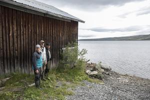 Anders Berge, Mats Kålen och Gunnar Wikström tror att många fiskare kommer att uppskatta den nya stugan vid Gevsjön.