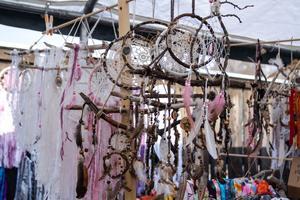 Hildas hantverk sålde handgjorda drömfångare och mössor.