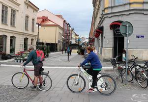 Vid infarten från Stortorget finns inga skyltar alls. Är Köpmangatan gågata eller gångbana?