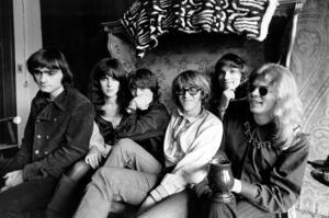 Den här bilden från 8 mars 1968 visar rockgruppen Jefferson Airplane i San Francisco. Från vänster Marty Balin, huvudsångare, låtskrivare och grundare, Grace Slick, vokalist, Spencer Dryden, trummis, Paul Kantner, elgitarr och vokalist, Jorma Kaukonen, huvudgitarrist, sångare och låtskrivare och Jack Casady, basgitarrist.