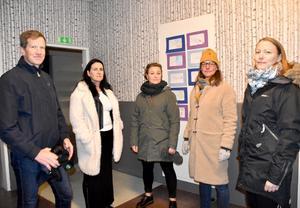 Föräldrarna Ola Pontén, Jessica Engstrand, Theresa Wallentin, Anja Pontén och Erika Ström vill ha kvar högstadiet på Montessoriskolan.