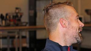 Profilen Patrik Berglund gillar att se sig själv i profil, därav denna bild ...