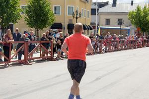 Här har Andreas Finnberg precis startat sitt halvmaratonlopp.