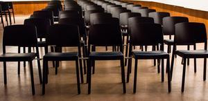 Tomma stolar är en vanlig bild när jämlikhet, samtycke och det som felaktigt kallas
