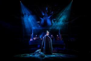 Paul-Ottar Haga spelar guden Oden i Västanå Teaters uppsättning av