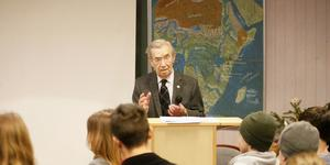 Emerich Roth överlevde Förintelsen. På tisdagen besökte han Järna.