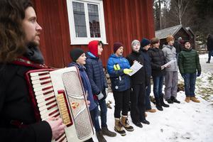 Sundsvalls kulturskola fanns representerade med den här kören som sjöng julsånger.