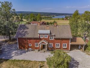 Före detta skolan i Sörbo ett tillfälle för dig som söker en unik bostad med anrik historia.Fastighetsbyrån
