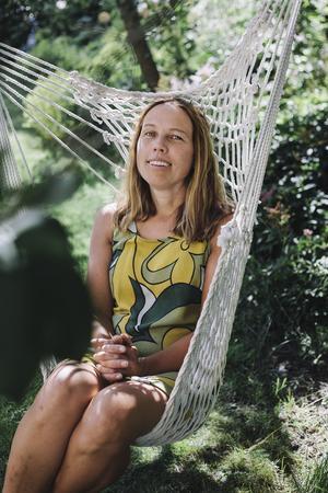 Åsa Axelsson hoppade av stresshjulet - i alla för ett år. Det gav henne många nya insikter om en livsstil som är hållbar för framtiden och planeten. Bild: Alexandra A Ellis