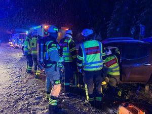 En trafikolycka med flera fordon har inträffat på riksväg 70 norr om Mora, i höjd med Spjutmo. Foto: Brandkåren Norra Dalarna.