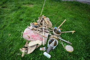En hel del saker, utöver benresterna, togs upp ur marken.