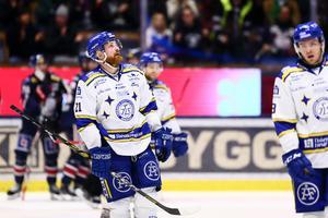 Mattias Ritola deppar efter Leksands blytunga förlust borta mot Linköping. Med tolv matcher kvar av grundserien har LIF nu tretton poäng upp till säker mark i SHL-tabellen. Foto: Bildbyrån