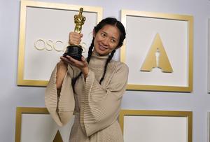 Chloé Zhao tog bland annat emot priset bästa regi för filmen