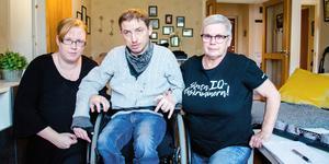 Elin Vesterlund, Thomas Nilsson och Ann-Christin Pettersson kämpar för att funktionsnedsatta ska få högre ersättning för dagverksamhet inom LSS.