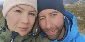 Samborna Mikaela Larsson Rosén och Fredrik Brunnsberg har båda barn sedan tidigare och skulle nu kunna vara hemma med bonusbarnen.