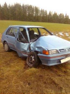 Stefan Hellqvist hade änglavakt när han körde in i ett träd i hög hastighet och hans bil blev totalkvaddad. Stefan klarade sig utan några allvarligare skador. Foto: Privat