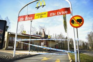 Polisen spärrade av restaurangen för en kriminalteknisk undersökning.