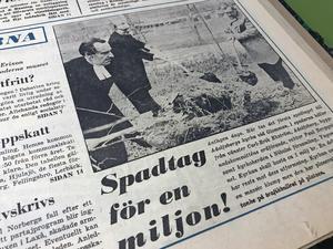 Den 14 november 1969 grävdes det på NA:s första sida. En sprillans ny kyrka var på gång vid Glomman i Adolfsberg, och NA förevigade det obligatoriska första spadtaget. I ena spaden höll Yngve Junel, kyrkoherde i Nikolai församling. Vid sin sida hade han Carl-Erik Ekström och Paul Bergqvist som representerade Adolfsberg samt byggnadskommittén. Den beräknade kostnaden för Adolfsbergs kyrka var en miljoner kronor, och en del kritik hade riktats mot dess utseende.