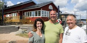 Entreprenören Pelle Lydmar flankerad av Madeleine Olofsson och Elias Eliasson som tillsammans ansvarar för driften av verksamheten på Fejan.