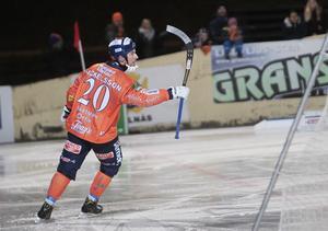 Christian Mickelsson gjorde två av målen i Motala – och är nu uppe i 15 totalt.