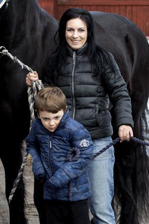 Mamma Jennifer Nilsson tycker att det är fantastiskt att se samspelet mellan Alexander och Blixten.