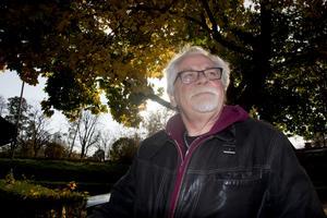 Författaren Bernt-Olov Andersson fotograferad i samband med att han gav ut sin självbiografi i höstas. Nu gör han come-back på AB kultur.