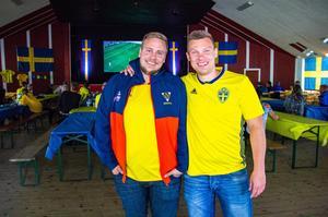 Peter Edlund och Gustaf Häggeborg tyckte att stämningen var härlig nere på Långnäs – men hoppas på ännu fler fotbollsfans under nästa gruppspelsmatch.