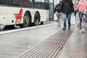 Det blir allt mera tydligt att kollektivtrafiken i Dalarna inte sköts på ett ansvarsfullt sätt, skriver debattörerna.
