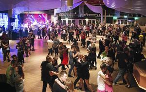 Dansmaran i Gävle lockar tusentals dansanta för tre fullspäckade kvällar.