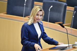 Kristdemokraternas partiledare Ebba Busch (KD) vid riksdagsårets första partiledardebatt i riksdagen. Foto: Henrik Montgomery / TT.