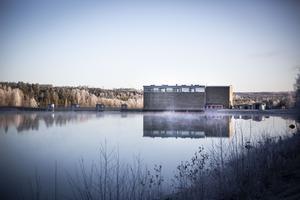 I ett stråk nedströms från vattenkraftverket i Stugun har man funnit höga värden av arsenik i dricksvattnet.