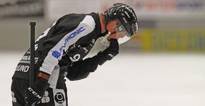 Hannes Edlund – en av många missnöjda SAIK-spelare efter 3–3 hemma mot IFK Motala.