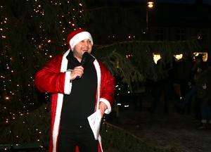 Energiknippet Danny Stafström höll publiken varm med klassiska julvisor.
