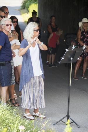 Flöjtspel till minne av Nella Olander.