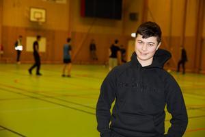 Christian Grigo går i nian på Wasaskolan och är med i Skolserien både som ledare och spelare.